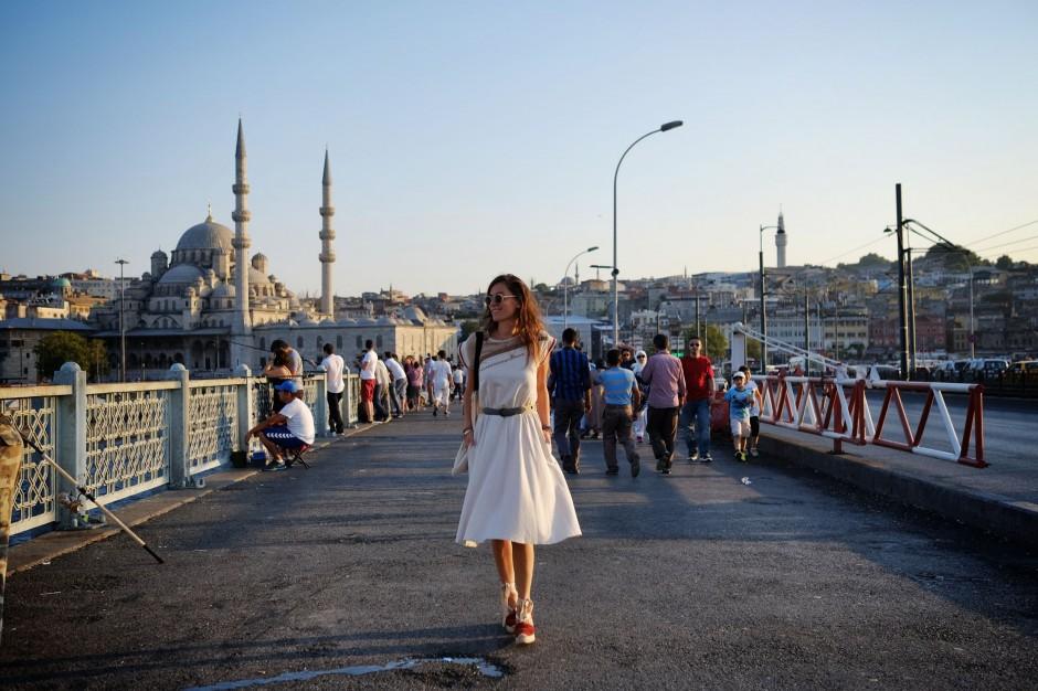 billur saatci, street style, off ne giysem, turkish blogger, haply and son, sunglasses, motel second hand, vintage, ne varsa eskilerde var, espadrilles, ralph lauren, happily ever paper bag