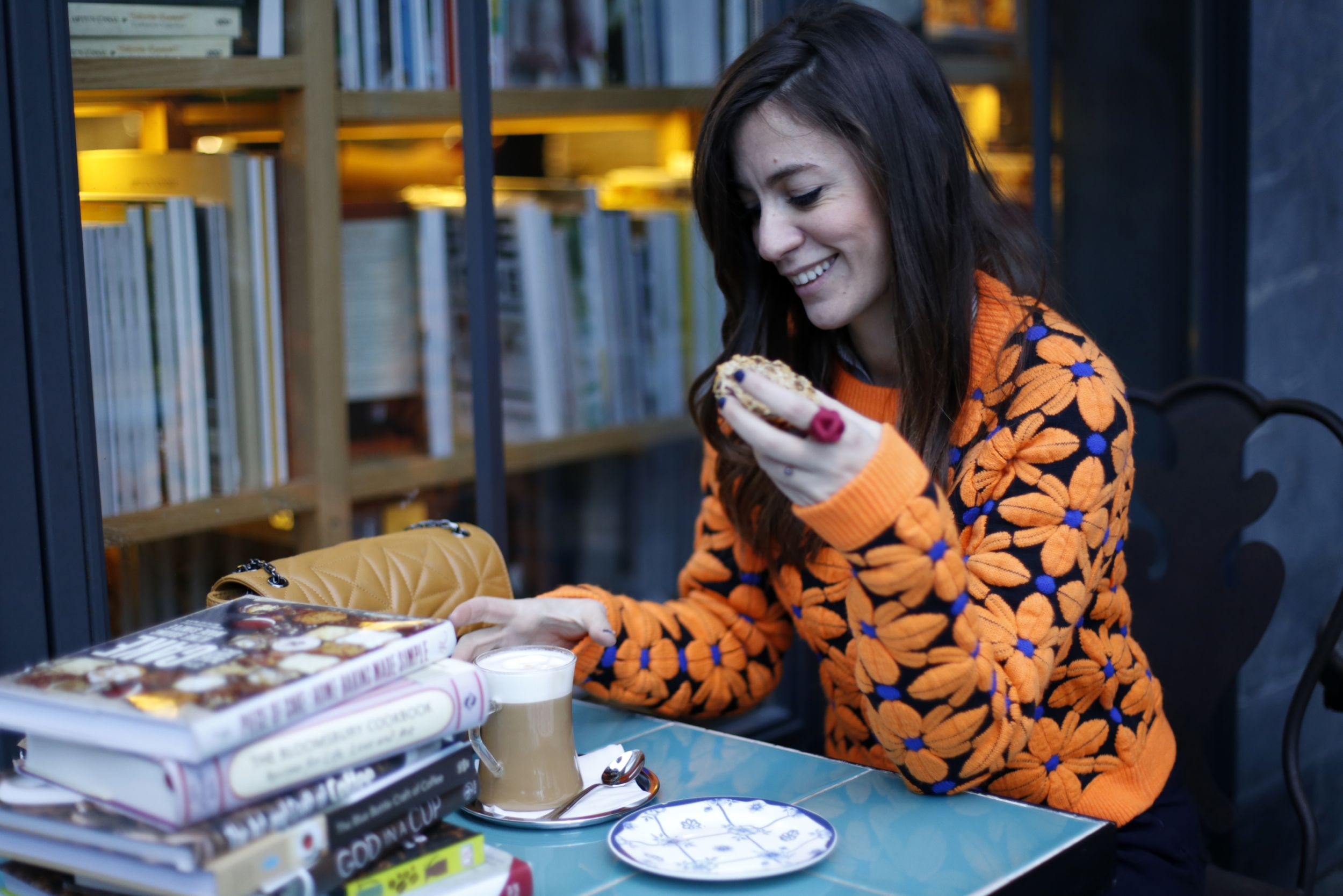 billur saatci, turkish fashion bloggers, offnegiysem, streetstyle, minoa, bookstore, video shooting, zara, nike air max, maid in love, italia independent, gununkahvesi, coffeeoftheday, emma cook