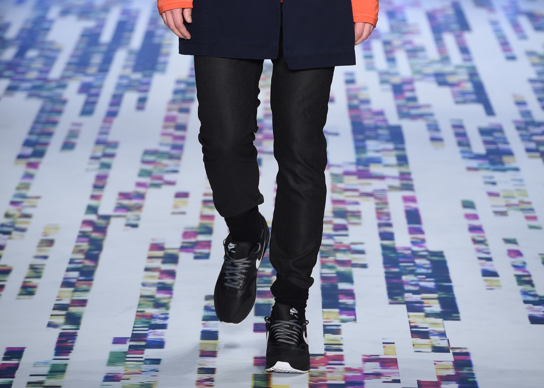 """Brand Who Runway - Mercedes-Benz Fashion Week Istanbul Autumn/Winter 2016"""